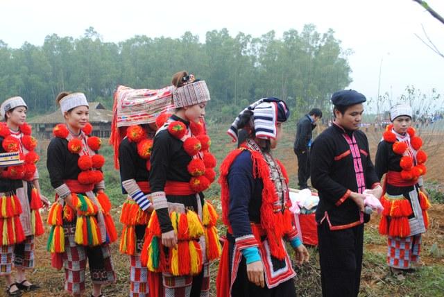 Cùng xem phục dựng lễ cưới của dân tộc Dao đỏ