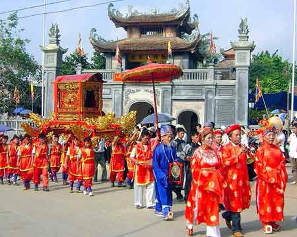 Sôi nổi lễ hội đền Bắc Lệ