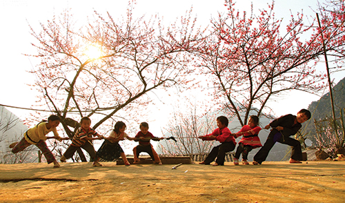 Kéo co trò chơi quen thuộc của trẻ em khắp các vùng miền...