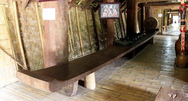 Ghế K'pan, nhà dài Ê Đê mang dáng dấp của thuyền độc mộc