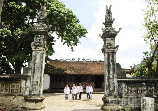 Đình làng Xuân Biều, xã Xuân Cẩm (Hiệp Hòa), nơi phát lệnh khởi nghĩa giành chính quyền đầu tiên trong Cách mạng Tháng Tám 1945