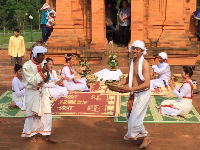 Những điệu múa truyền thống của đồng bào dân tộc Chăm