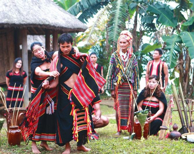 Tái hiện lễ cưới truyền thống của người Giẻ Triêng tại Làng             Văn hóa - Du lịch các dân tộc Việt Nam, năm 2012