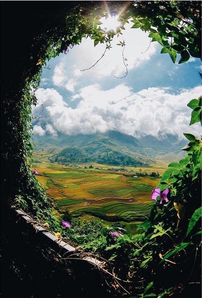 Việt Nam với quá nhiều vẻ đẹp ở mọi nơi nhưng tôi thích nhất vẫn là đi miền núi, nơi mỗi mùa lúa chín một bức tranh sắc màu. Là nơi những câu chuyện vẫn đang chờ tiếp tôi và mọi người khám phá, trải nghiệm. Hãy đi và cảm nhận Việt Nam của chính bạn! – Đặng Bảo Anh chia sẻ.