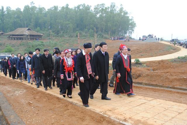 Điều đầu tiên Chủ tịch nước muốn là thăm đồng bào dân tộc tại Khu các Làng dân tộc