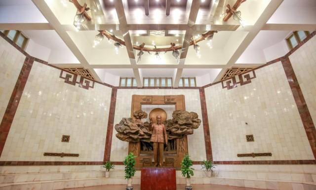 Gian Long trọng tại Bảo tàng Hồ Chí Minh