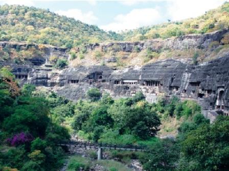 Toàn cảnh quần thể hang động Ajanta