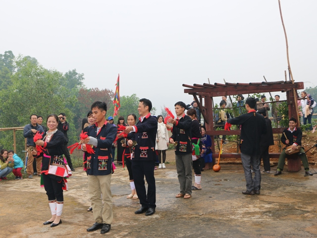 Điệu múa chuông độc đáo của đồng bào dân tộc Dao