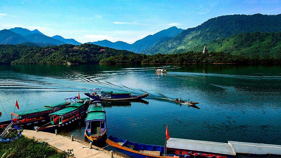 Bến thuyền sang đền Bạch Mã - Thừa Thiên Huế
