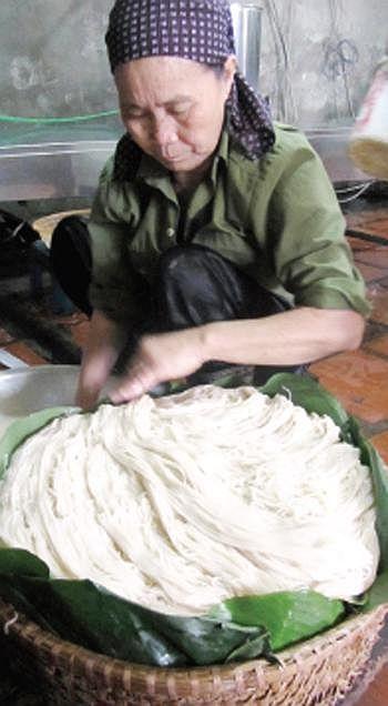 Người dân Mạch Tràng vẫn giữ những nét truyền thống trong nghề làm bún