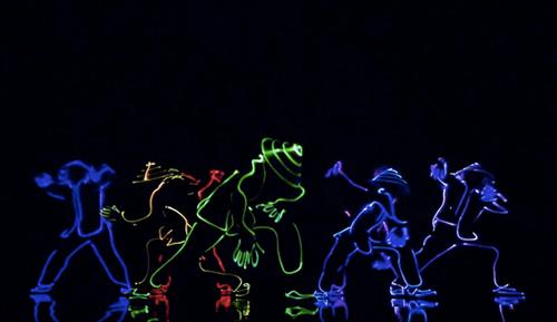 Tiết mục nhảy bằng đèn Led của nhóm 218