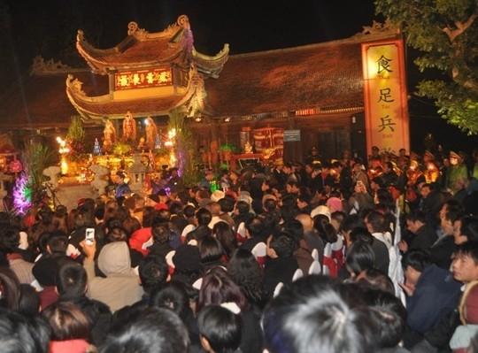 Lễ hội đền Trần Thương thu hút đông đảo du khách