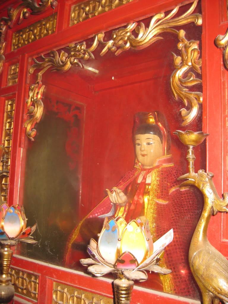 Tượng thờ Chế Thắng phu nhân Nguyễn Thị Bích Châu
