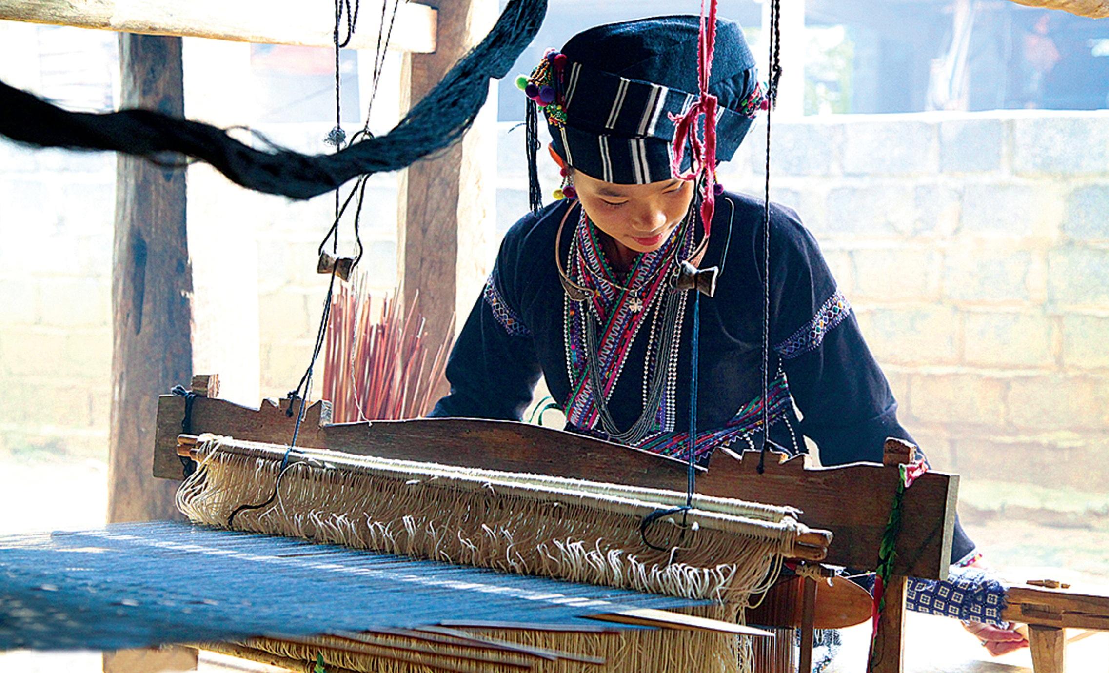 Thiếu nữ dân tộc Lự ở Bản Hon