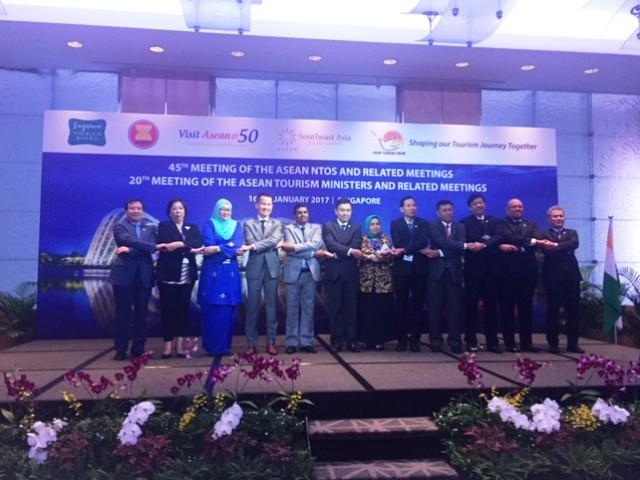 Đại diện lãnh đạo ngành du lịch Ấn Độ và các nước ASEAN.