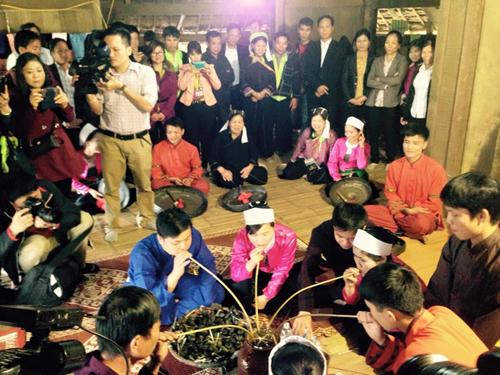 Hội sắc bùa thu hút đông đảo đồng bào các dân tộc, du khách tham dự