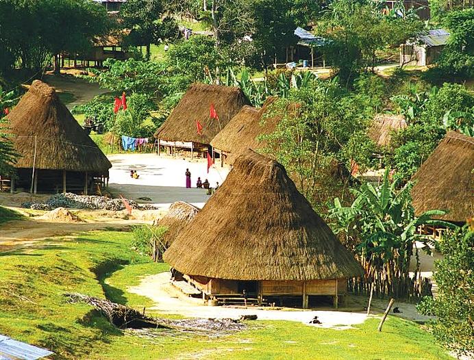 Nhà ở truyền thống của người Tà Riềng ở thôn Đắk Ốc,             xã La Dê, Nam Giang