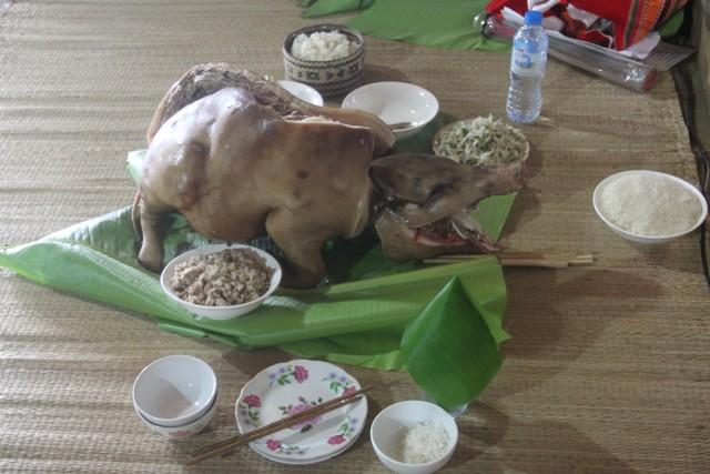 Mâm cúng trong lễ tiễn hồn của người Thái