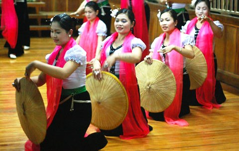 Điệu xoè của dân tộc Thái.