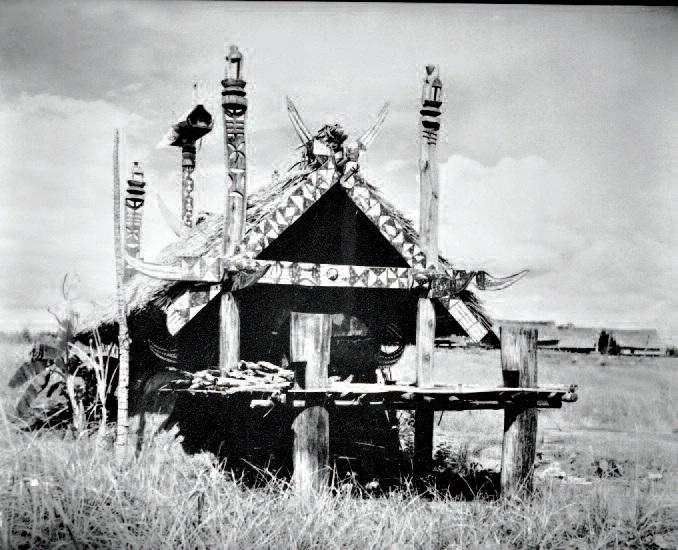 Nhà mồ người Ê Đê của buôn Ma Diap