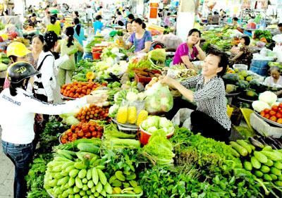 Nguồn hàng dồi dào giúp bình ổn giá (ảnh chụp tại Chợ An Đông, TPHCM)