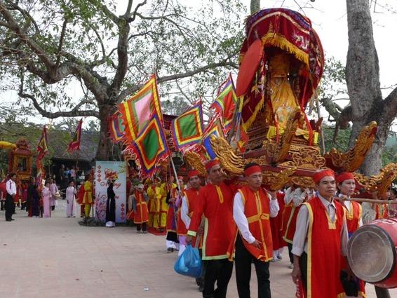 Lễ rước Thánh khu di tích đền Cao