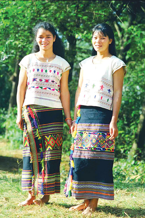 Trang phục dân tộc Mạ  Ảnh: Tấn Vịnh