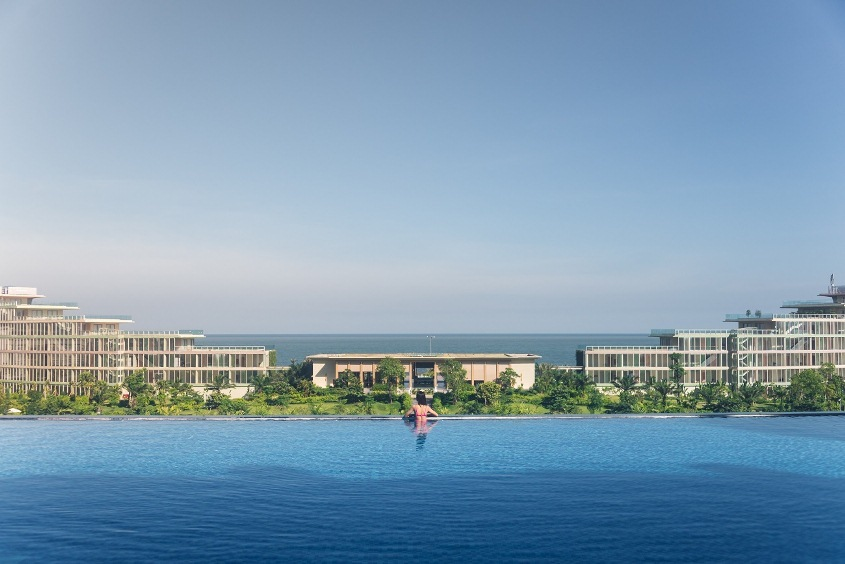 Toàn cảnh khu nghỉ dưỡng FLC Sầm Sơn với hệ thống bể bơi quy mô đạt kỉ lục Việt Nam